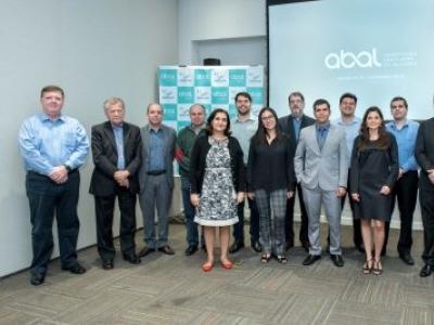 EMBRAPII e ABAL levam pesquisadores às fábricas do setor de Alumínio
