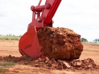 Quanto maior a caçamba, maior será a produção da escavadeira?